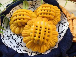 向日葵豆沙面包,金黄的颜色,真漂亮呢