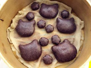 宝宝辅食:黑米馒头-12M+ ,还可以用其他饼干模具,做出你自己想要的样子哈,做法和上面一样,小喵咪造型小朋友应该很喜欢哦。