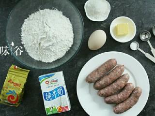 黑椒火腿肠面包,准备好材料。