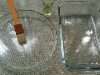 佛卡恰面包,发酵过程中,烤盘抹橄榄油