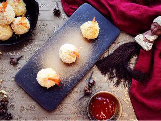 凤尾虾球一一烤箱版,配上辣椒酱,炒鸡美味哦!趁热吃!