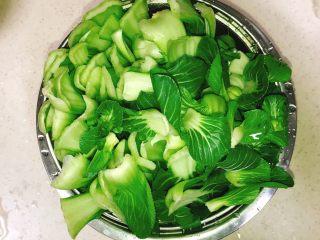 产后宜食 油菜香菇馅饼,洗净油菜