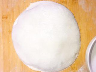 产后宜食 油菜香菇馅饼,切好的馅饼,准备下锅。