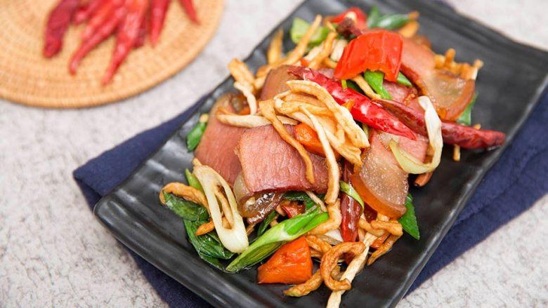 萝卜干炒腊肉-经典不衰的腊味美食,成品展示
