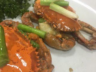 葱姜高蟹,摆上葱段姜片