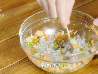 香煎虾饼-宝妈首选的补钙儿童餐,搅拌均匀