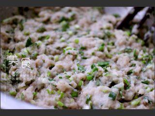 翡翠鲅鱼酸汤馄饨,鲅鱼馅料做好了、你可以包饺子、馄饨和包子都是可以的、随你自己的口味