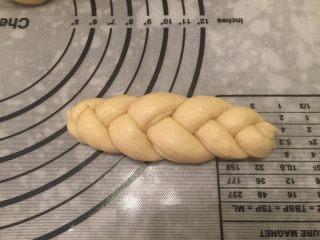 辫子面包(中种),编好的辫子面包