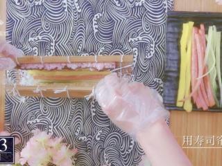 樱花寿司-踏青赏春最佳美食伴侣,将寿司卷对折