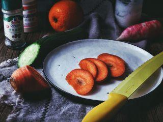 春日香橙萝卜沙拉 健康低卡,将胡萝卜斜着横向切片