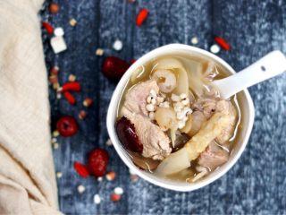 美白祛湿汤-薏米茨实茯苓玉竹沙参汤