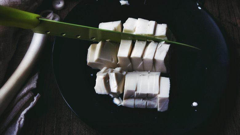 麻婆豆腐 十分钟无油健康版,再横着平均切几刀