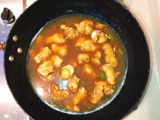 产后宜食 哺乳期土豆炖鸡块,加入温开水