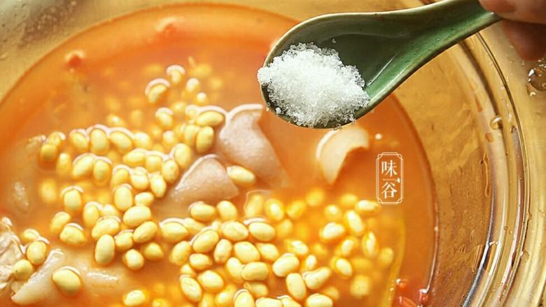 番茄黄豆猪蹄汤,放入白糖