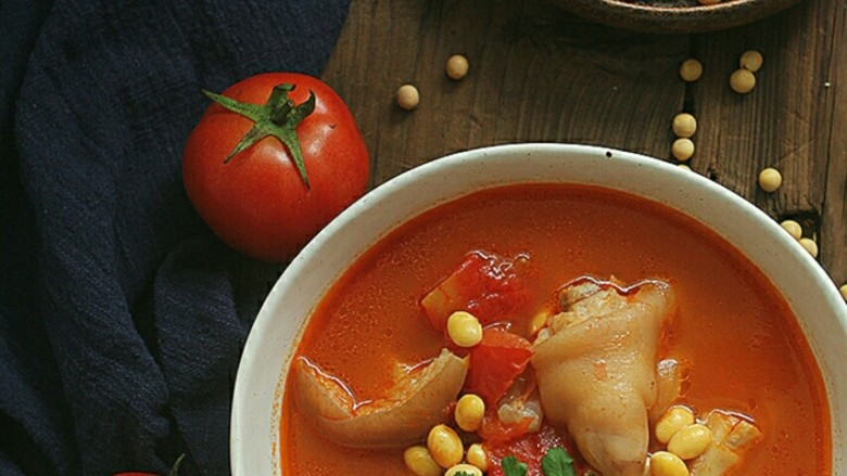 番茄黄豆猪蹄汤,光看就美美哒……