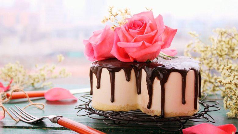 鲜花巧克力淋面蛋糕