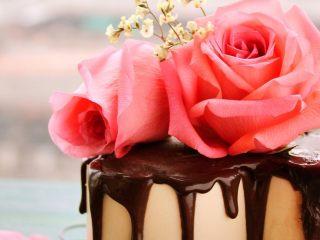鲜花巧克力淋面蛋糕,很漂亮!有木有?