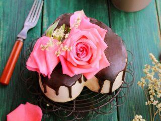 鲜花巧克力淋面蛋糕,春天来了,鲜花盛开