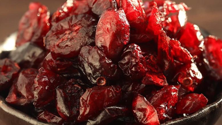 蔓越莓牛扎饼干,将<a style='color:red;display:inline-block;' href='/shicai/ 109174'>蔓越莓干</a>清洗一下晾干