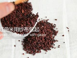 苏州樱桃肉,酥烂入味,色香味俱佳!,红曲米用纱布包起