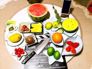 什锦水果茶,购买水果不要多,要精。可以根据水果季节和自己的口味调整,不一定就是我的这些水果,必备的水果有青柠、芒果、无籽西瓜。