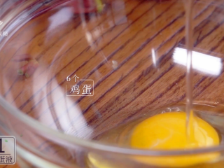 香椿炒鸡蛋,春季食补新主张,碗中打入6个鸡蛋