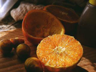 春日小清新 香橙煎鸡肉,剥离橙皮 取出橙肉