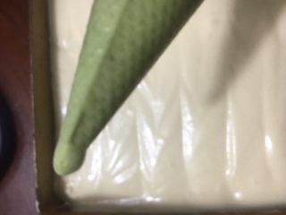 烫面抹茶蛋糕卷,裱花袋剪个小口