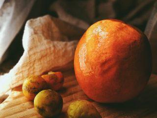 春日小清新之 香橙煎鸡肉,香橙与金桔洗干净