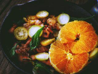 春日小清新之 香橙煎鸡肉,放上橙子片