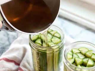 【下饭菜】腌菜集锦,在锅中加入糖、酱油、黑醋,煮沸后熄火