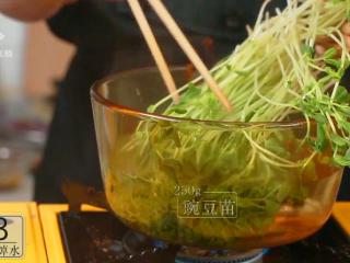 开春季:春天一定要吃的美容减肥菜,250g豌豆苗入沸水