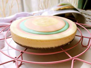 彩虹慕斯蛋糕,冻好脱模。