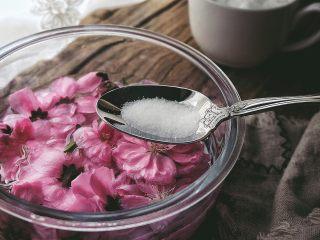 零失败高颜值的 桃花冻,加一勺盐,泡一晚