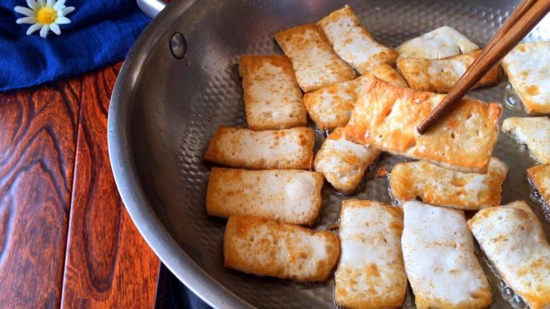《蒋侍郎豆腐》,豆腐煎至两面金黄