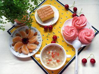 蜂蜜奶香花卷,能把餐桌点亮哦