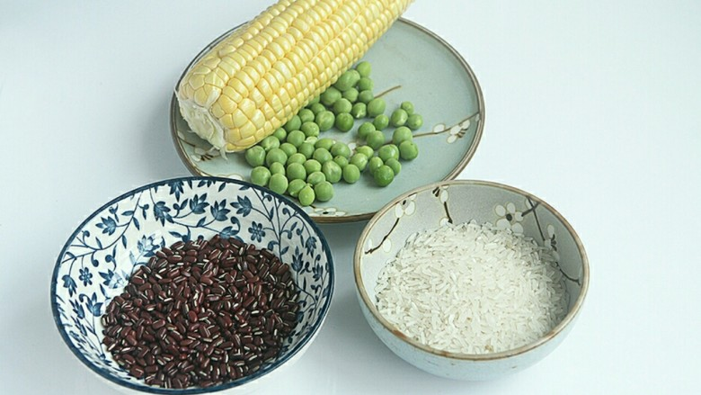 赤小豆玉米青豆饭,准备好材料。