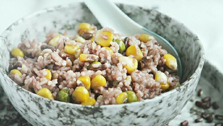 赤小豆玉米青豆饭,均衡营养的杂粮饭,香喷喷 有嚼劲~~