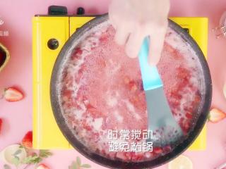 自制草莓酱,把春天的味道封存起来~,大火煮至沸腾,不停搅拌,避免粘锅