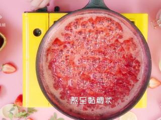 自制草莓酱,把春天的味道封存起来~,中小火熬至粘稠状