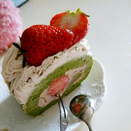 日式抹茶红豆草莓瑞士蛋糕卷(超详细,超啰嗦的步骤详解,包学会)