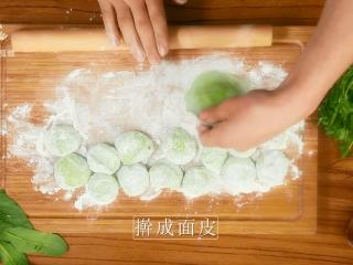豌豆苗树叶饺子,把美食吃出艺术感,擀成面皮