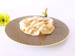 白萝卜猪肉馅饺子,水开煮熟