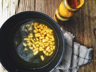 减肥福利 无油快手 素咖喱饭,放入土豆丁