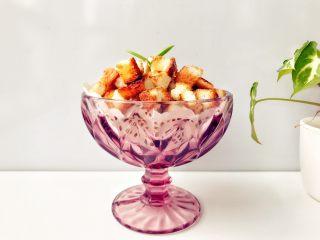 宝宝辅食:吐司爆米花-24M+ ,完成,松脆带微甜,口感很好哦,但一定要控制好宝宝食用量哈,不要一口气全吃下去。妈妈们可以多吃点,哈哈哈哈。