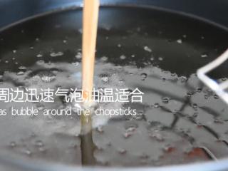 有秘方!又香又脆的香辣脆皮鸡翅,筷子周边迅速起泡油温合适