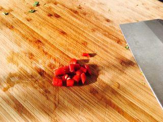 爱心早餐,两只小辣椒切一下,这个辣椒蛮辣的