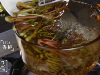 """抓住春天的尾巴,吃个香脆可口的""""香椿鱼"""",150g香椿入沸水"""
