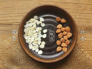 苹果梨子汤,南北杏就是南杏仁和北杏仁。杏仁分甜\苦两种,甜的称为南杏,苦的称为北杏。北杏仁有小毒,不能多吃。