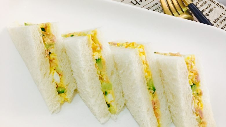 女儿的早餐,鸡蛋沙拉三明治